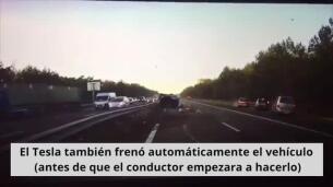 Así se anticipa un Tesla a un accidente