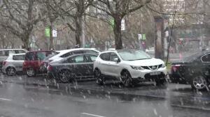 La nieve sorprende a los madrileños