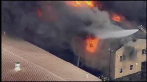 Impresionante incendio en una fábrica de Pennsylvania
