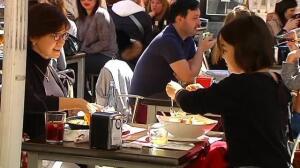 Los hosteleros satisfechos con el cambio de hora porque favorece sus negocios