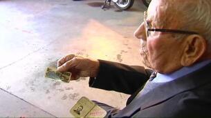 A Manuel le han renovado el carné con 98 años