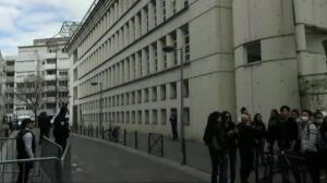 París se manifiesta contra la brutalidad policial tras la muerte de un hombre asiático a manos de la Policía