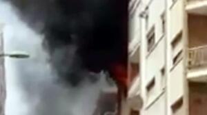 Aparatoso incendio de una vivienda en Málaga