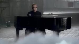 Elton John cancela conciertos en Las Vegas tras ser hospitalizado