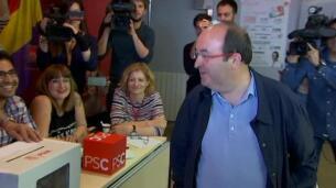 Los candidatos a liderar el PSOE votan con el acento puesto en la unidad