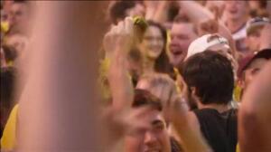 Euforia de los aficionados del Dortmund tras conquistar la Copa Alemana