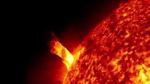 Hallan un planeta más caliente que muchas estrellas