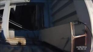 El 'Spiderman francés' trepa sin cuerdas uno de los edificios más altos de Barcelona