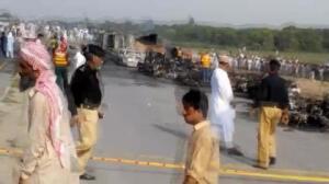 Explosión camión cisterna deja 140 muertos en Pakistán