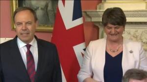 Theresa May pacta el apoyo de los 10 diputados del DUP a cambio de 1.150 millones de euros