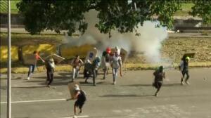 La oposición continúa protestando en las calles de Caracas contra Maduro