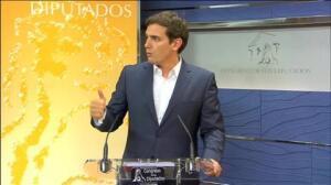 """Rivera tras verse con Sánchez: """"Nos hace pasar de pantalla el mínimo común denominador que hemos encontrado"""""""