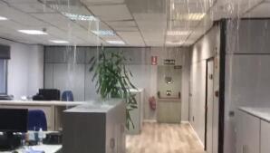 Oficina desalojada lluvia