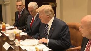 Trump ordena derogar el 'Obamacare' antes de agosto
