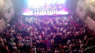 Tom Jones pone a bailar a sus seguidores en el Teatro Real
