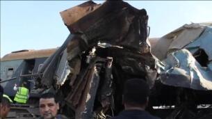 Mueren 42 personas en un choque de trenes en Egipto
