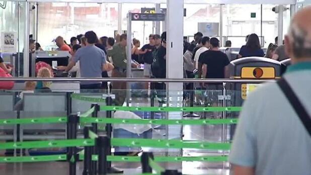 Los aeropuertos de Valencia y A Coruña posponen la huelga