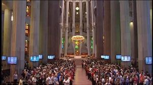 Misa en la Sagrada Familia por las víctimas de los atentados