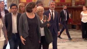 Colas en el Ayuntamiento de Barcelona para firmar el libro de condolencias