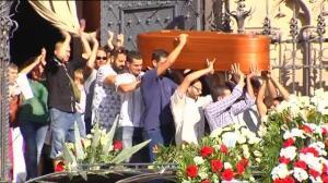 Villafranca se despide entre aplausos de Pau, asesinado por uno de los terroristas después de robarle su coche