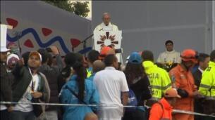 El Papa insta en Bogotá a acabar con el deseo de venganza