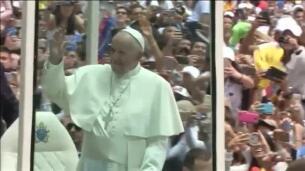 Una mujer colombiana atacada con ácido cancela su eutanasia tras hablar con el Papa