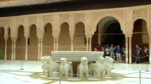 Largas colas y duras esperas para visitar la Alhambra