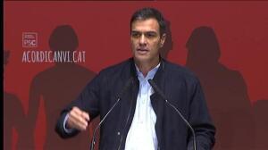 """Pedro Sánchez: """"Hace 50 años a Serrat le señalaban por cantar en catalán"""""""