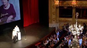 Una emocionada Agnés Varda recibe el Premio Donostia 2017