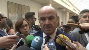 De Guindos descarta un efecto diferencial en la prima de riesgo por el tema catalán