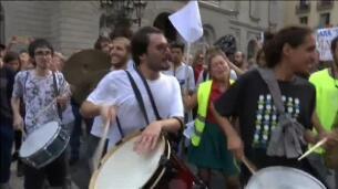 Decenas de estudiantes de música recorren las calles de Barcelona por la libertad
