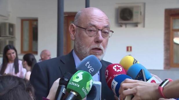 Maza alaba a los fiscales catalanes