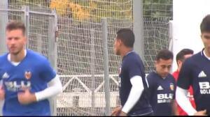 El Valencia prepara el partido frente al Sevilla con el objetivo de mantener la segunda posición
