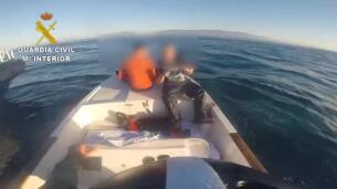 La Guardia Civil se incauta de 850 kilos de hachís en una embarcación en el Estrecho