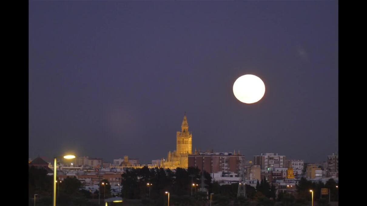 Resultado de imagen de superluna sevilla