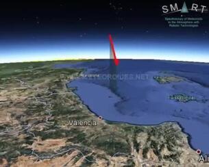 La roca de un asteroide genera una gran bola de fuego sobre el Mediterráneo