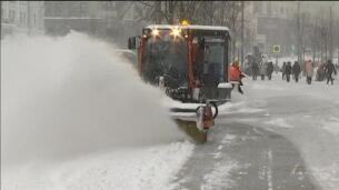 Una impresionante nevada sepulta Moscú bajo un manto blanco