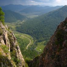 Vista del valle donde se encuentra la cueva de Denisova