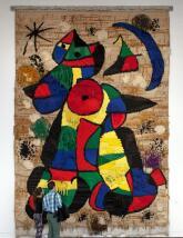 Un tapiz monumental para un diálogo tridimensional con Miró