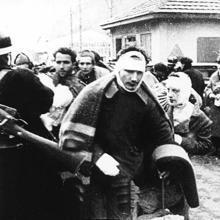 Soldados republicanos heridos cruzando la frontera de Francia al final de la guerra