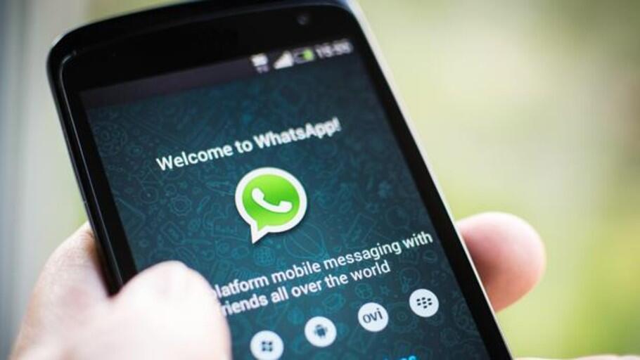 WhatsApp: El truco infalible para que tu móvil lea en voz alta los mensajes de WhatsApp que recibes mientras conduces