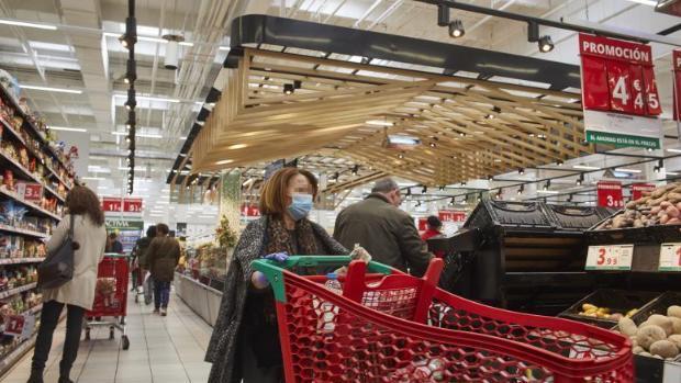 Los canarios lideran las compras en los supermercados por la crisis del coronavirus