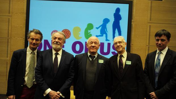 Mayor Oreja presenta en París su plataforma «One of us»