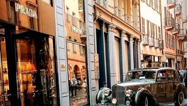 463062491bf ... empresas  El Corte Ingles. Prada compra una tienda en Serrano por 59  millones de euros